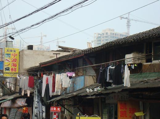 Étendoir à linge dans la vieille ville de Shanghai