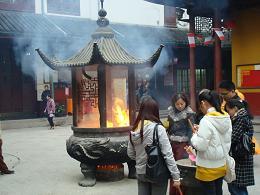 dans la cour d'un temple à Shanghai