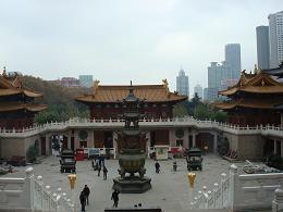 Temple à Shanghai avec des tours à l'arrière plan