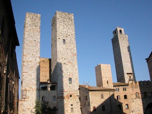 San Gimignano le village vue de l'intérieur avec des tours