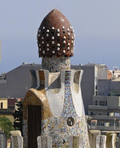 Une maison en forme de champignon dans le parc Guell à Barcelone
