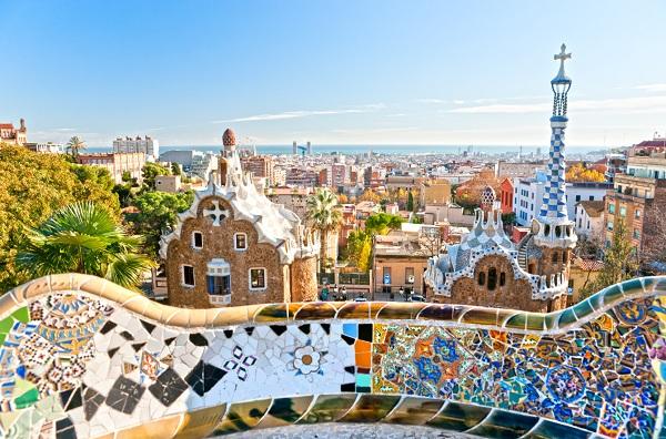 Le parc Guell avec une vue féérique sur la Côte de Barcelone